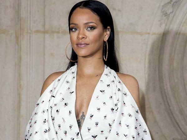 Gara-gara Ini Rihanna Dikabarkan Tengah Hamil