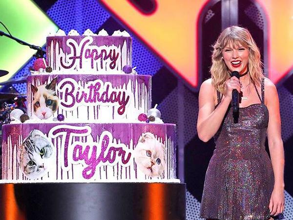 Taylor Swift Rayakan Ultah ke-30 Bareng Fans!