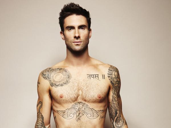 Adam Levine Tampil 'Polos' di Video Musik Terbaru Maroon 5!
