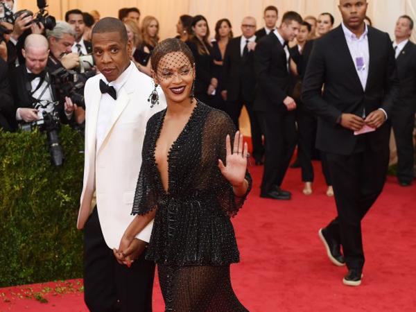 Jay-Z 'Lamar' Kembali Beyonce di Red Carpet Met Gala 2014!