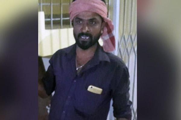 Pria India Ini Serahkan Diri Sambil Bawa Potongan Kepala Istrinya Ke Kantor Polisi