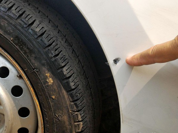 Saling Serempet, Taksi Ini Malah Ditembak Orang Tak Dikenal