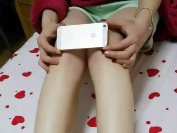 Uniknya Tren Ukur Lutut Dengan Iphone 6 di China
