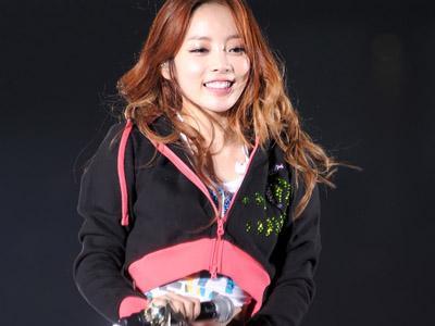 Duh, Hara KARA Pingsan di Atas Panggung Saat Konser di Jepang!