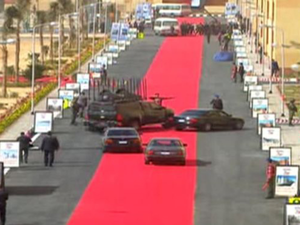 Iringan Mobil Presiden Mesir Lewati Karpet Merah Tuai Kecaman dari Warga