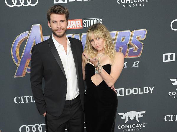 Aksi Jahil Nan Romantis Liam Hemsworth dan Miley Cyrus di Premiere Avengers: Endgame