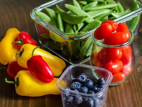 Buah dan Sayur yang Cocok Jadi Camilan Saat Travelling