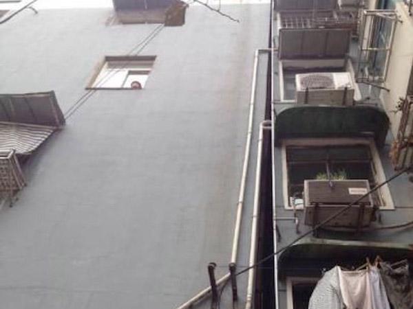 Konstruksi Buruk, Gedung Rumah Susun Ini 'Bersandar' dengan Gedung di Sebelahnya!
