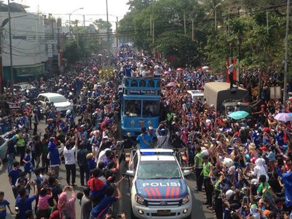 Masyarakat Bandung Pawai di Jalan Untuk Rayakan Kemenangan Persib di Piala Presiden
