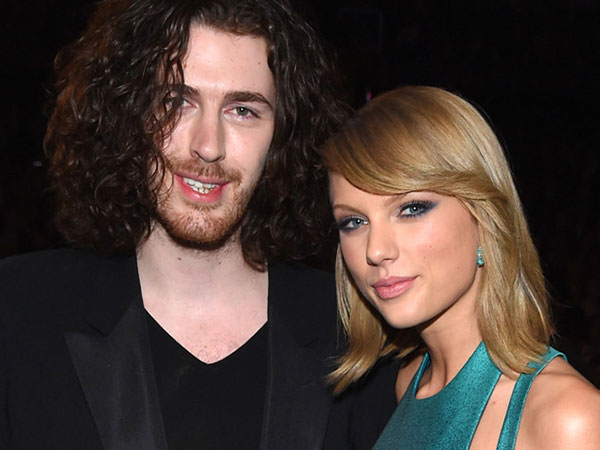Saling Cium Pipi di After Party Grammy, Ada Apa Antara Taylor Swift dan Hozier?