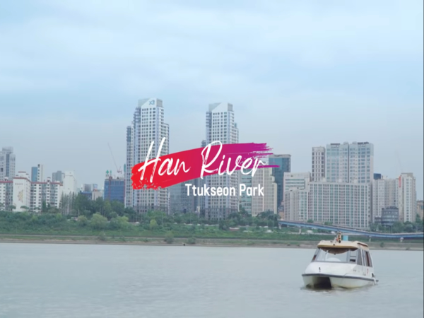 Menjajal Wisata Taksi Air di Sungai Han, Korea