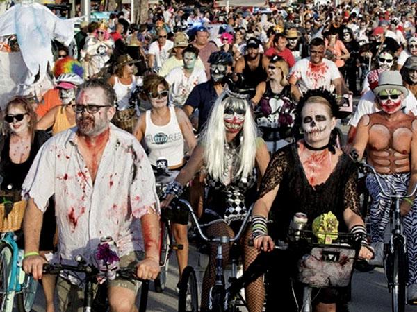 Hiii.. Ribuan 'Zombie' Menyeramkan Padati dan Bikin Heboh Jalan Raya