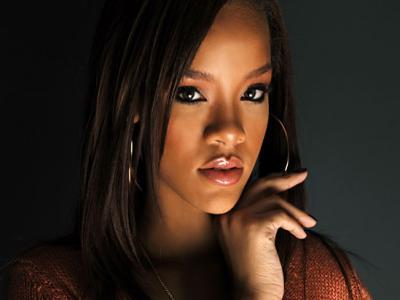 Bintangi Iklan Perawatan Tubuh, Rihanna Dianggap Tak Pantas