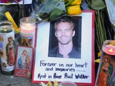Kenang Paul Walker, Ribuan Fans Padati Lokasi Kecelakaan Untuk Acara Penghormatan