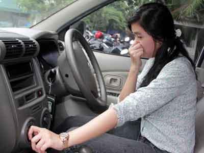 Tips Ampuh Hilangkan Bau AC di Kendaraan