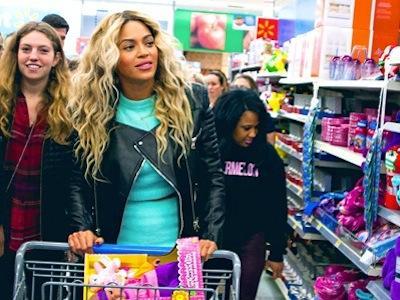 Datang Ke Supermarket, Beyonce Borong Kartu Hadiah Untuk Seluruh Pengunjung!