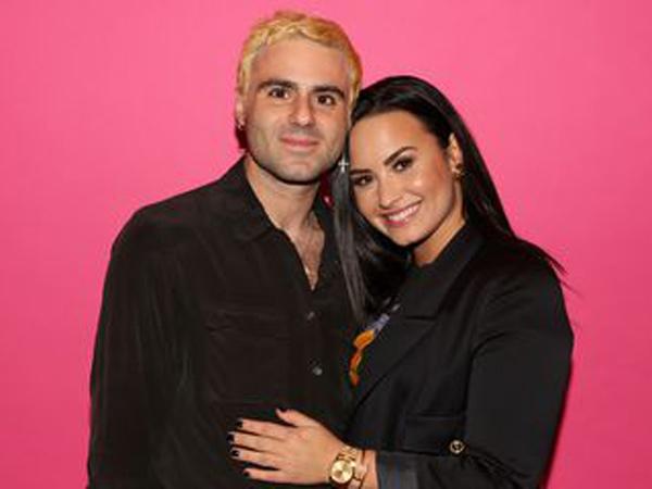 Putus dari Kekasih, Demi Lovato Kirimi Bunga untuk Diri Sendiri