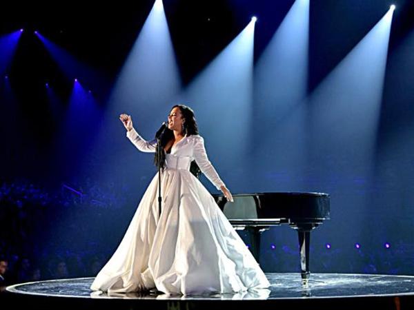 Tampil Perdana Pasca Overdosis, Demi Lovato Menangis di Grammy Awards 2020