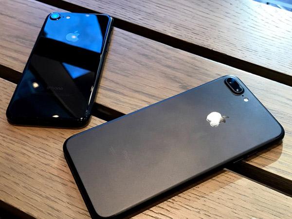 Rumor Terbaru iPhone 2017, Pakai Nama 'Ferrari' Hingga Punya Dual Camera Vertikal