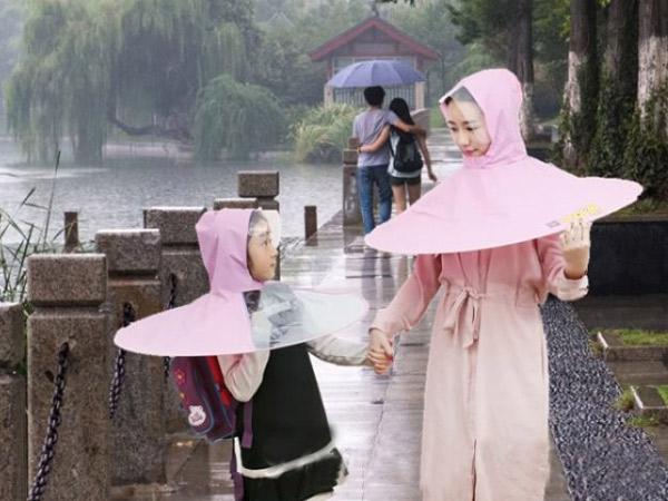 Ini Dia Inovasi Terbaru Perpaduan Jas Hujan dan Payung Jadi Satu