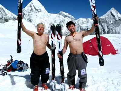Wow, Kakek 80 Tahun Nekat Taklukan Everest