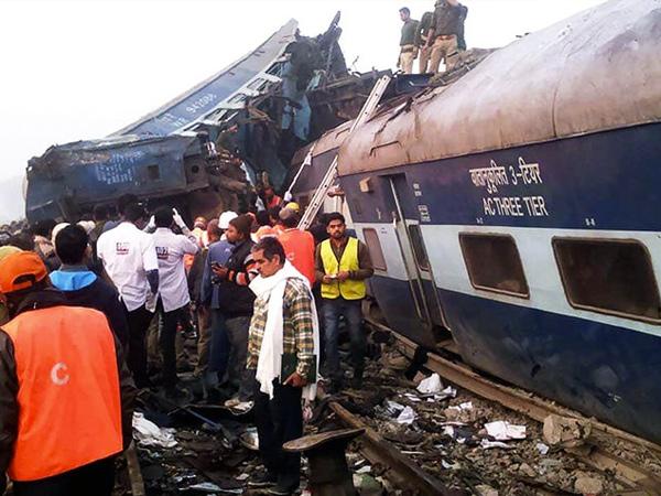 Tragis, Kereta Api Anjlok di India Tewaskan 100 Orang Lebih