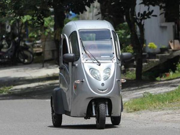 Layaknya Mobil, Kenalan dengan Motor Listrik Roda Tiga yang Sedang Nge-Hits di Solo!