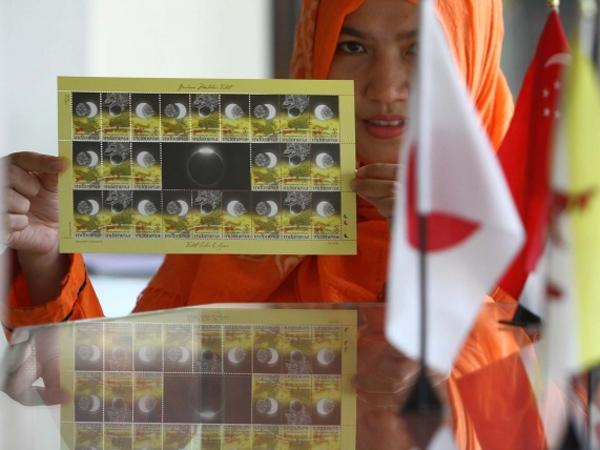 Sambut Gerhana Matahari Total, PT Pos Indonesia Terbitkan Perangko Edisi Khusus