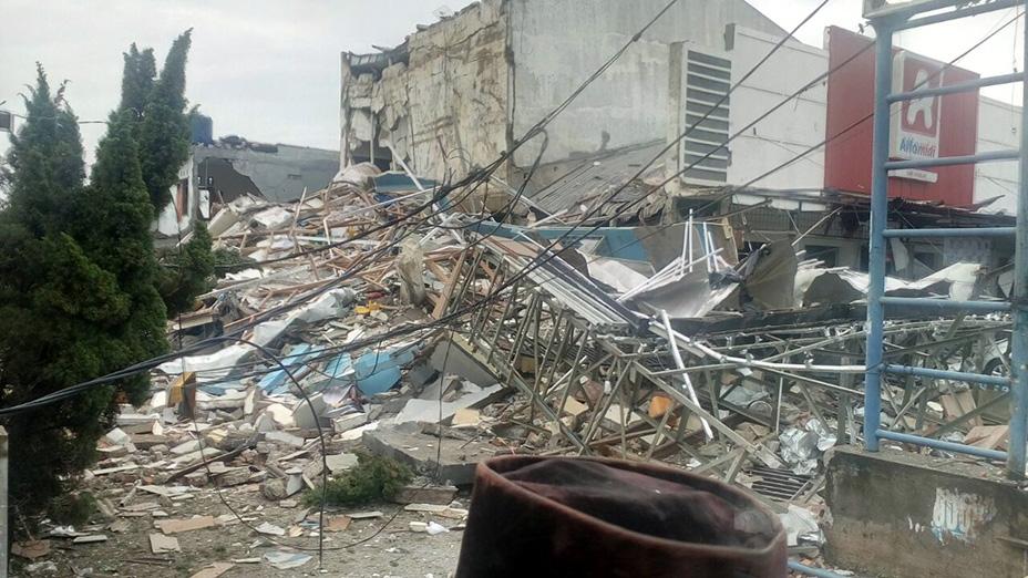 Diduga Tabung Gas Meledak, Restoran PHD dan Alfamidi di Bekasi Hancur