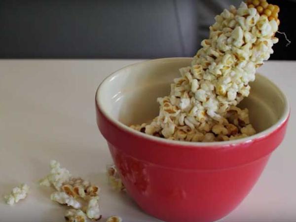 Popcob, Cara Makan Popcorn Langsung dari Batang Jagungnya