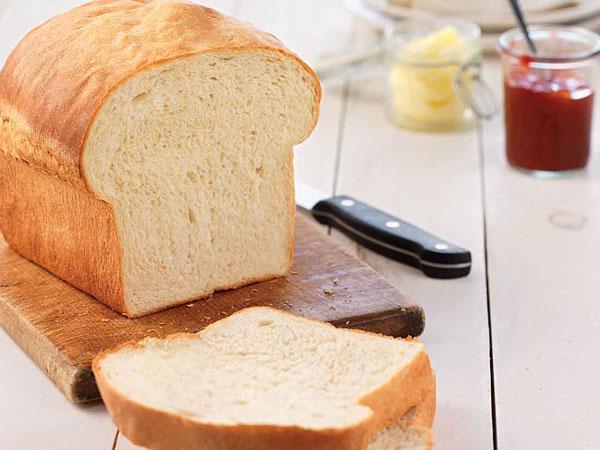 Ini Alasan Kamu Harus Berhenti Sarapan dengan Roti Tawar