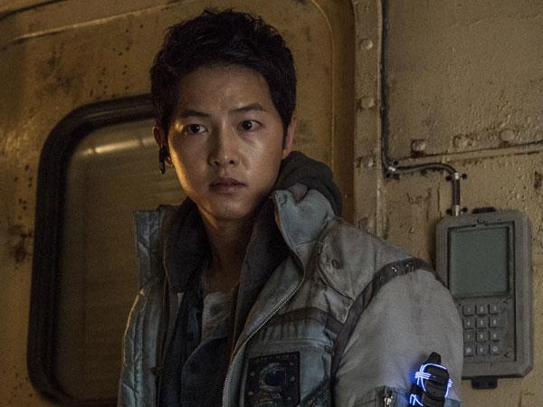 Penampilan Kumuh Song Joong Ki Jadi Pilot Kapal Luar Angkasa untuk Film Baru