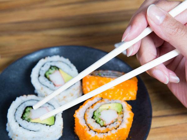 Pecinta Kuliner Asia, Yuk Kenali Perbedaan Jenis Sumpit Dari Tiga Negara Ini!