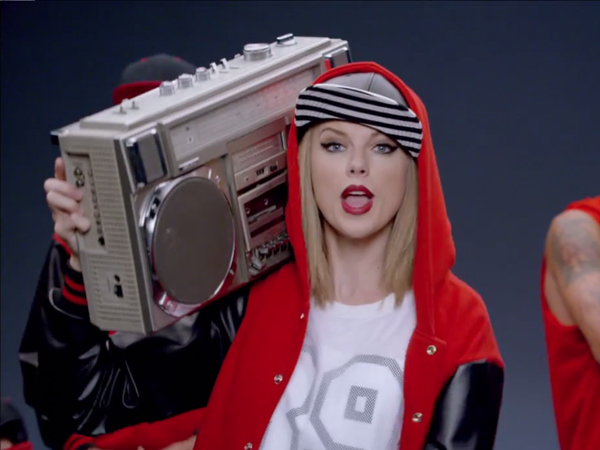 Taylor Swift Pamer Bakat Nge-dancenya di MV Comeback 'Shake It Off'!