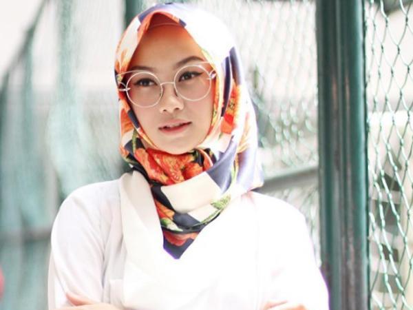 Jangan Bingung Pakai Hijab Floral, Yuk Intip Padu Padan Cantiknya