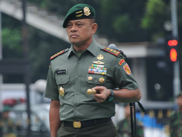 Foto Selfie Bareng Kanjeng Dimas Pelaku Penggandaan Uang dan Pembunuh, Ini Penjelasan Panglima TNI
