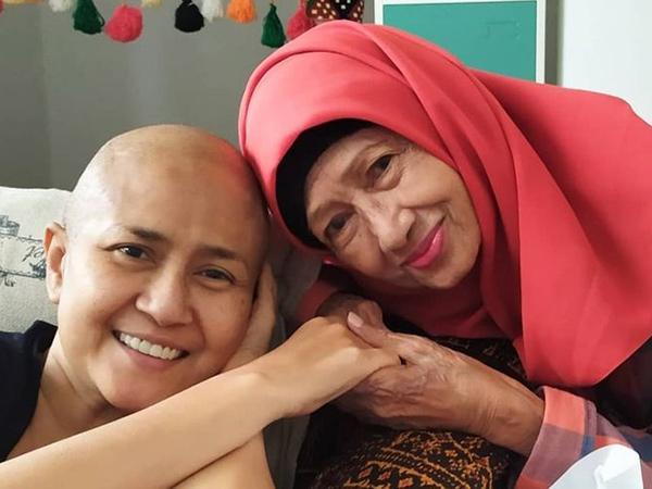 Selang 11 Hari Kematian Ria Irawan, Sang Ibunda Aktris Senior Ade Irawan Meninggal Dunia