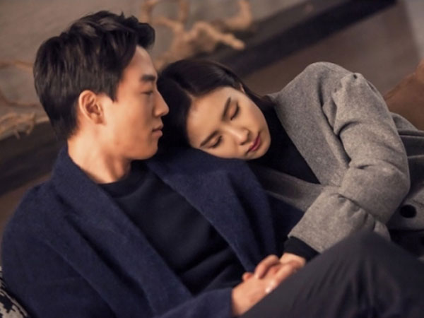 Romantisnya Kim Rae Won dan Shin Se Kyung Sebelum Lakukan Adegan Ciuman di 'Black Knight'