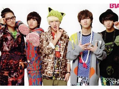 B1A4 Sapa Penggemar dengan Kostum Hewan