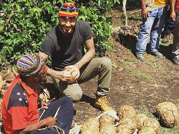 Ketika David Beckham Membuat Bola dari Daun Pisang Sebelum Bertanding