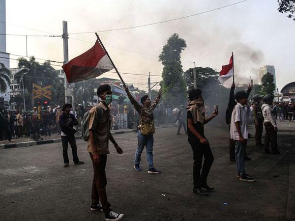 Menko Polhukam Sebut Demo Rusuh Bertujuan untuk Gagalkan Pelantikan Jokowi?