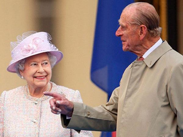 Ratu Elizabeth II dan Pangeran Phillip Rayakan Ulang Tahun Pernikahan ke-70