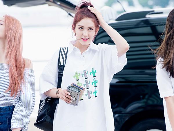 Intip Gaya Summer Airport Fashion Somi IOI di Bandara Incheon Yuk