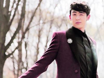 Nichkhun 2PM Rayakan Ultah Dengan Fans Depan Gedung JYP