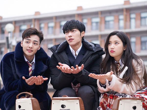 Mengintip Kedekatan Trio 'Tempted' di Lokasi Syuting, Akrab Banget!