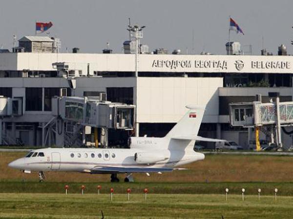 Karena Ketumpahan Kopi, Pesawat Presiden Serbia Mendarat Darurat!