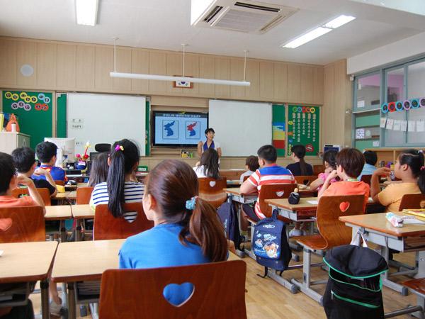 'Dibedakan', Ini Ajaran yang Ditanamkan ke Anak-Anak Korsel Tentang Korea Utara