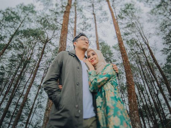 Menyimak Perjalanan Cinta Kilat Laudya Cynthia Bella dan Suami Hingga Resmi Menikah
