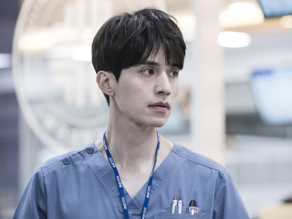 Lee Dong Wook Tunjukkan Pesona 'Dokter Normal' di Drama 'Life'