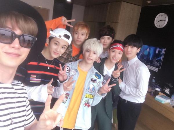 Tunjukkan Dukungan, Leeteuk Super Junior Pose Bareng Yesung dan NCT U